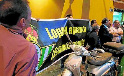 Un grupo de aficionados, movilizados por el entorno de Castaño, propició la reaparición de Lopera.