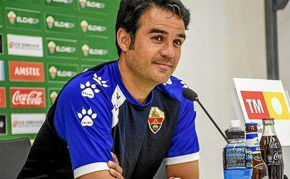 El Elche recupera a los sancionados Javier Matilla y Rober Correa.