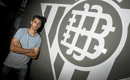 César de la Hoz posa para ESTADIO Deportivo en las instalaciones de la Ciudad Deportiva Luis del Sol.
