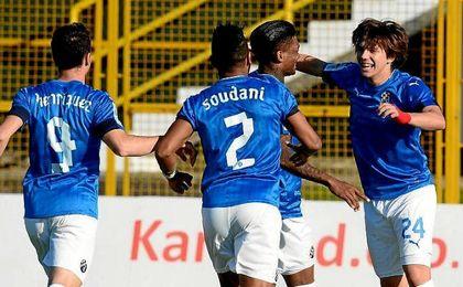 Los jugadores del Dinamo Zagreb, celebrando el gol.