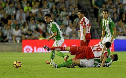 El Betis se atascó en busca de la portería de Diego López.