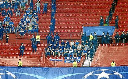 Los ultras del Dinamo fueron separados por grupos en el Sánchez Pizjuán.
