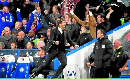 Antonio Conte celebra un gol del Chelsea.