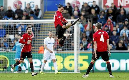 Ibrahimovic ha llegado esta temporada al club de Old Trafford tras pasar los años anteriores en el PSG.