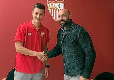 Gual, el día de la firma con el Sevilla.
