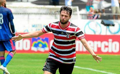Mediapunta brasileño de 25 años que juega en el Santa Cruz de su país.