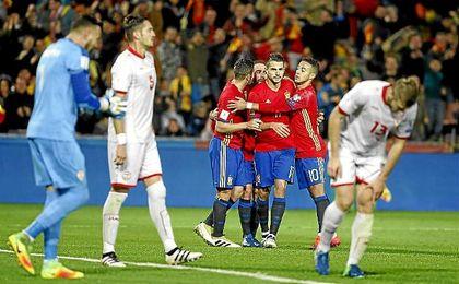 Vitolo celebra su gol contra Macedonia, el tercero de su cuenta.