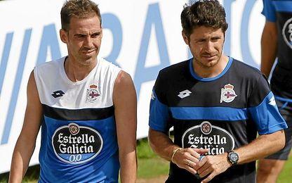 Navarro y Víctor, durante un entrenamiento en el Deportivo.