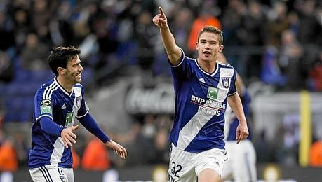 Dendoncker celebra un tanto con el Anderlecht.