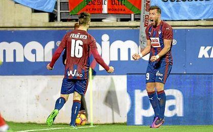 Fran Rico y Sergi Enrich celebran el gol al Celta.