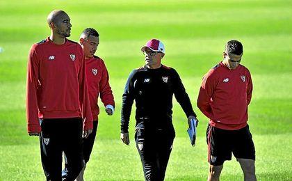 N´Zonzi, en un entrenamiento del Sevilla.
