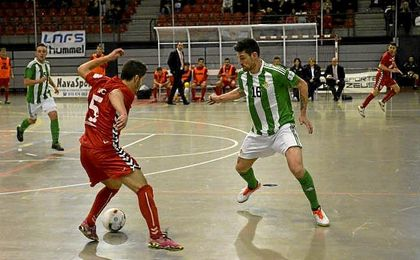 Juanillo se vistió ayer de héroe para lograr el empate a dos en la recta final del encuentro.