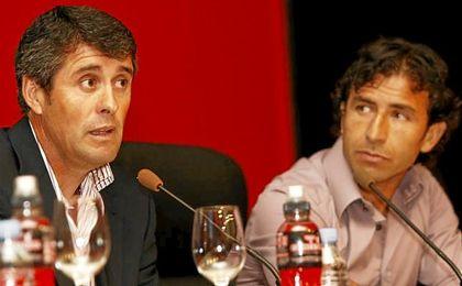 En la imagen, López Caro, a la izquierda, junto a Luis Milla.