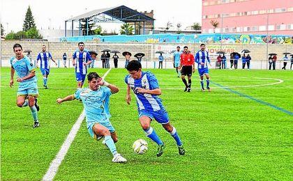 Lance del Bellavista-Algabeño (3-2) disputado esta Liga; acaban primero y segundo, respectivamente.