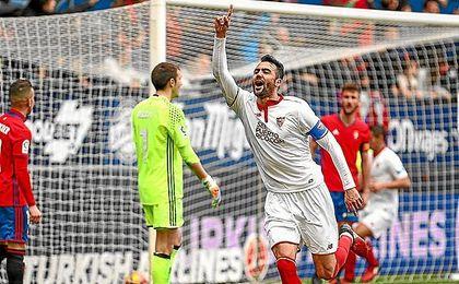 El triunfo ante Osasuna, con dos goles de Iborra, refuerza la candidatura del Sevilla a aspirar al título.