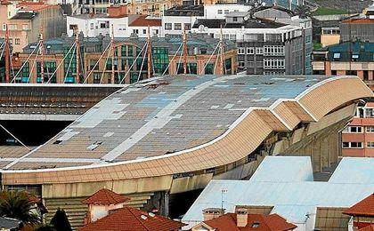 Imagen de la cubierta dañada de Riazor.
