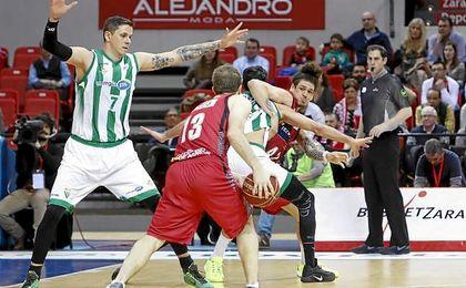 Zaragoza 102-99 Betis Baloncesto: Un último cuarto fatídico tumba al Betis