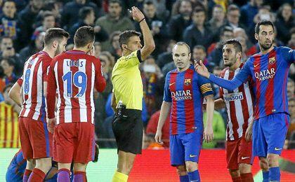 El árbitro fue uno de los protagonistas.