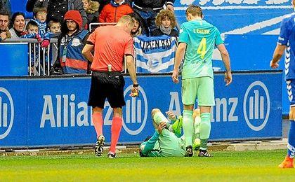 Aleix cayó lesionado en el tramo final del partido ante el Alavés.