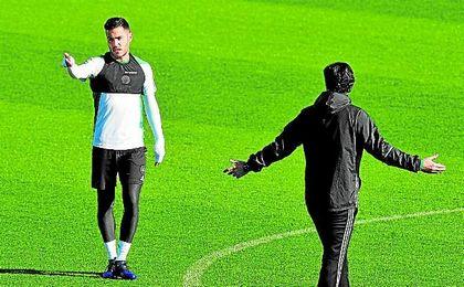 La ausencia del sancionado Pezzella propiciará la oportunidad de Bruno en Granada.