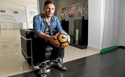 Alin Tosca, durante su entrevista a ESTADIO Deportivo; el rumano está seguro de que el Betis acabará arriba en la tabla.