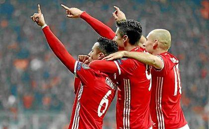 Thiago, Lewandowski y Robben, tres de los goleadores ante el Arsenal.