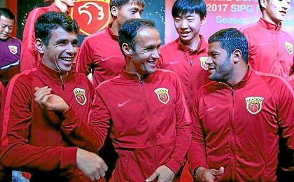 Carvalho, junto a Oscar y Hulk en el Shanghai SIPG.