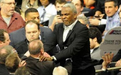 Los New York Knicks levantan la prohibición a Charles Oakley
