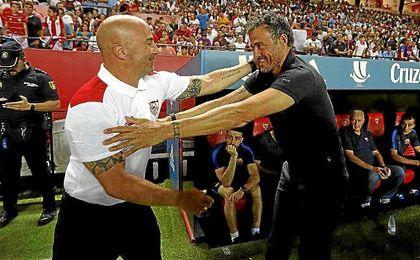 Sampaoli saluda a Luis Enrique en la ida de la Supercopa de España.