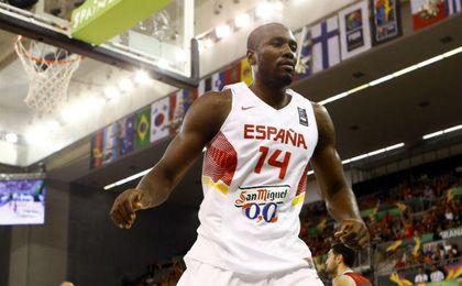 Ibaka, en un partido con la Selección española de baloncesto. UESyndication.