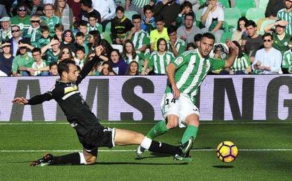 En la imagen, Durmisi en un lance del partido Betis-Leganés disputado esta temporada. UESyndication.