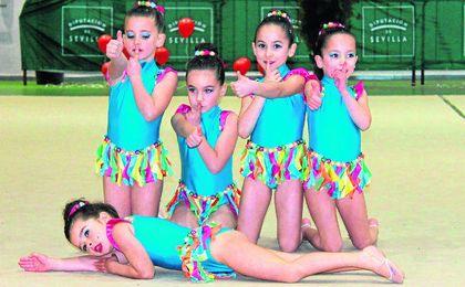 Las pequeñas gimnastas brillaron con luz propia