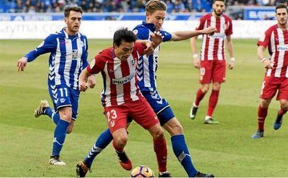 Marcos Llorente recuperando un balón ante Gaitán.