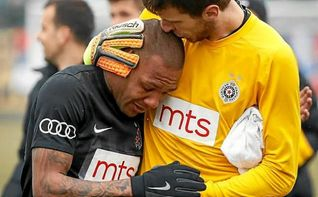 Un futbolista acaba un partido entre lágrimas tras 90 minutos de insultos racistas