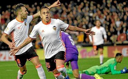 El chileno le anotó al Madrid con el Celta y Valencia.