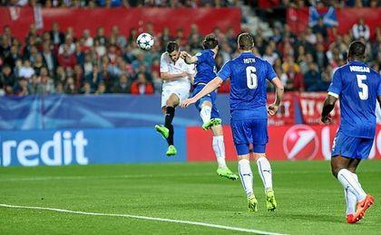 Con este testarazo, Sarabia hizo el 1-0 ante el Leicester.