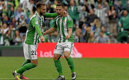 Durmisi celebra su gol junto con Pezzella.