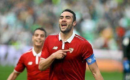 Iborra celebra el segundo tanto del Sevilla en el Villamarín.