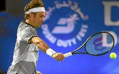 Federer pasa a la siguiente ronda en Dubai.