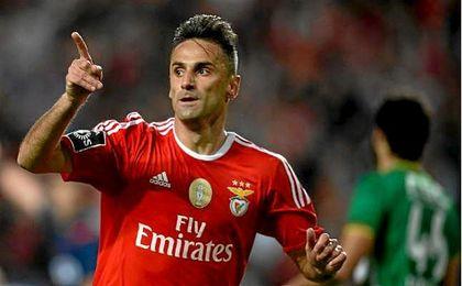 El brasileño Jonas renueva con el Benfica hasta 2019