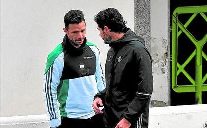 Antes del derbi, Víctor motivaba a Rubén con una charla. Lince.