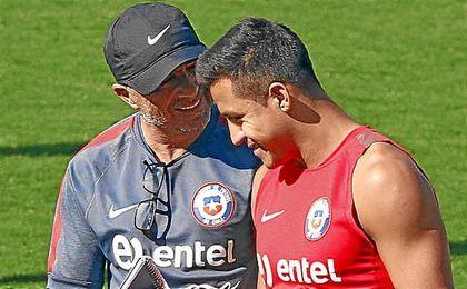 Jorge Sampaoli y Alexis durante la etapa del técnico en Chile.