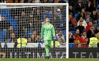 Keylor Navas se lamenta de sus fallos ante Las Palmas.