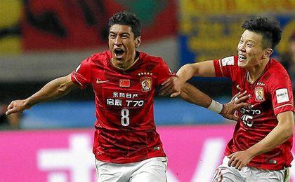 El brasileño Paulinho es una de las estrellas en China junto a su Guangzhou.