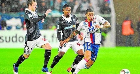 Malcom, en el centro, durante el Girondins-Lyon del pasado viernes.