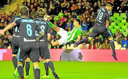 Mandi marcó un golazo ante la Real Sociedad.
