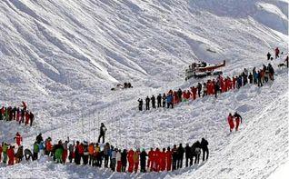 Un esquiador muerto y dos desaparecidos por un alud en los Alpes franceses