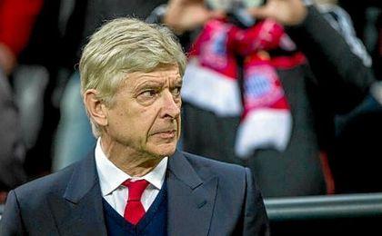 Wenger muy cuestionado.