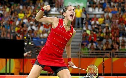 Carolina Marín celebrando la victoria.