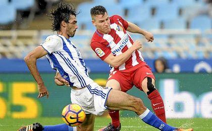Carlos Martínez en el momento de su lesión contra el Atlético.